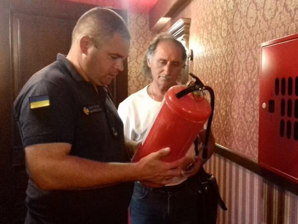 волинські пожежники перевіряють готелі