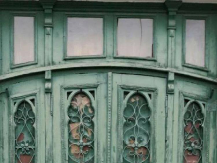 старовинні двері на вулиці Словацького