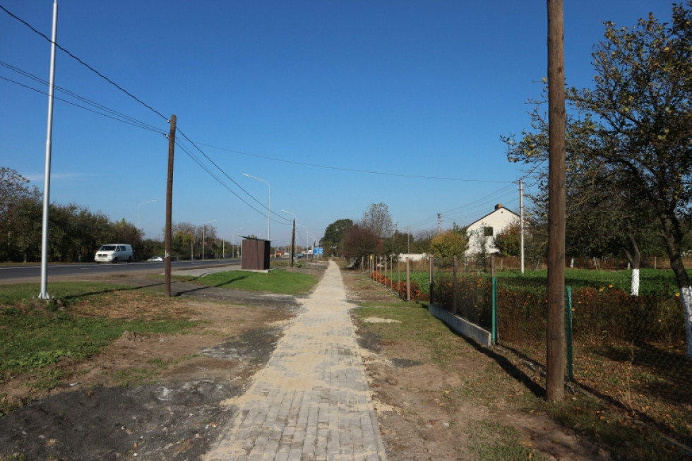 Поточний ремонт тротуару по вулиці Дубнівській в селі Підгайці