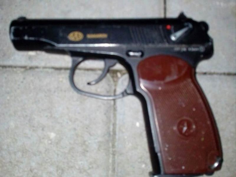 У Луцьку затримали чоловіка з пістолетом та «наркотою»
