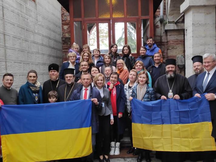 Митрополит Михаїл у Стамбулі провів перше богослужіння українською мовою
