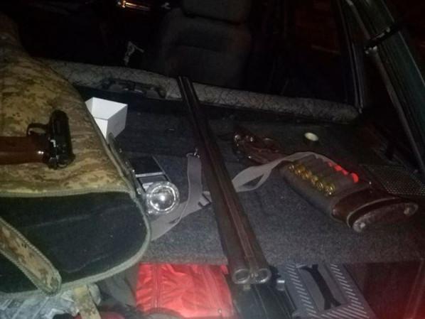 У машині знайшли зброю