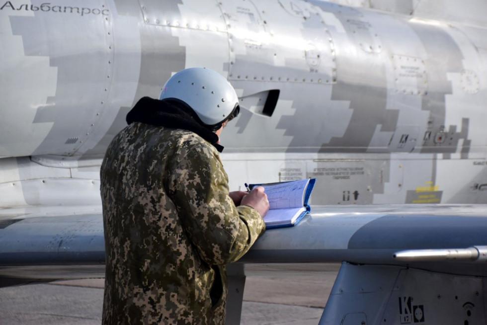 Льотчики відновили навички пілотування у складних метеорологічних умовах