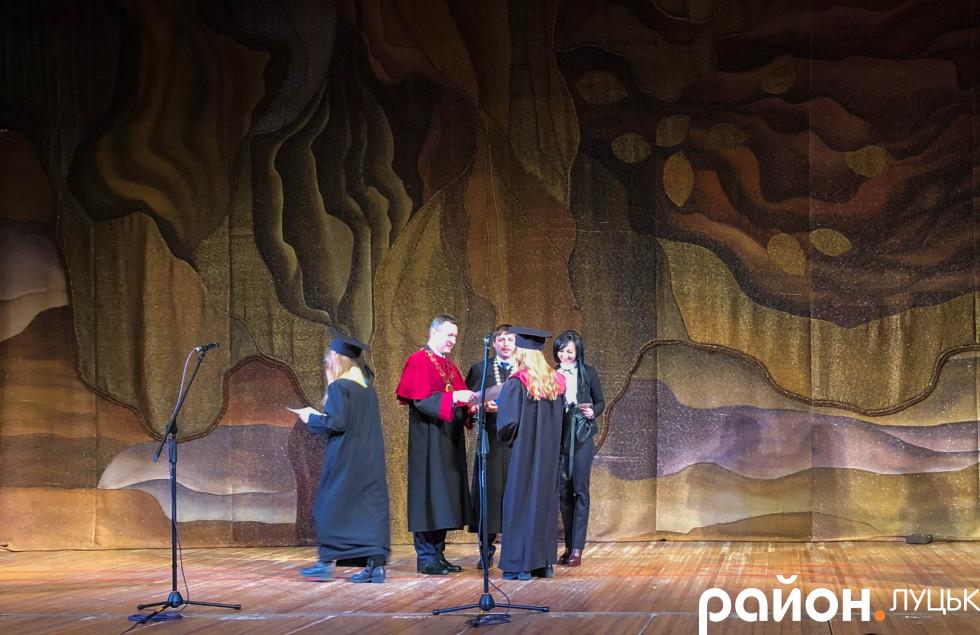 Усіх випускників-магістрів привітав і новоспечений ректор Анатолій Цьось