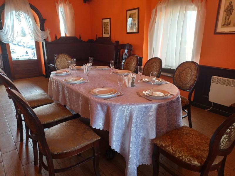 Банкетна зала у ресторації «Брама у світ смаків»