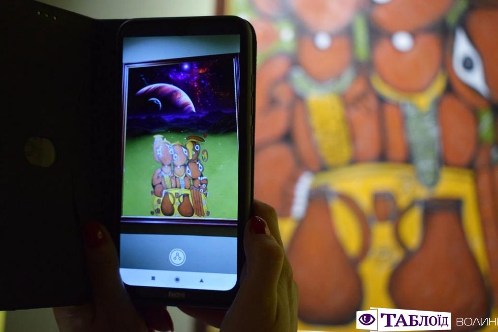 Картини художниці Емми Андієвської оживають на екрані мобільного