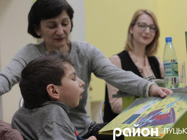 Зайчик на візку та інклюзивна освіта: у Луцьку презентували дитячу казку з дорослими темами
