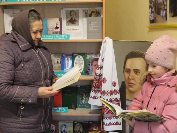 У центральній міській бібліотеці– виставка найкращих книг про Лесю Українку