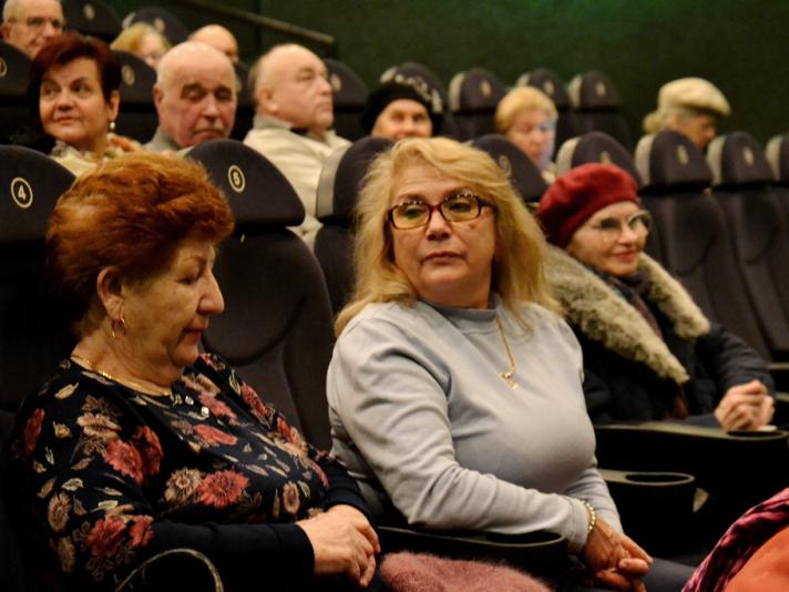 У Луцьку пенсіонери безкоштовно переглянули сімейний фільм за романом Джека Лондона