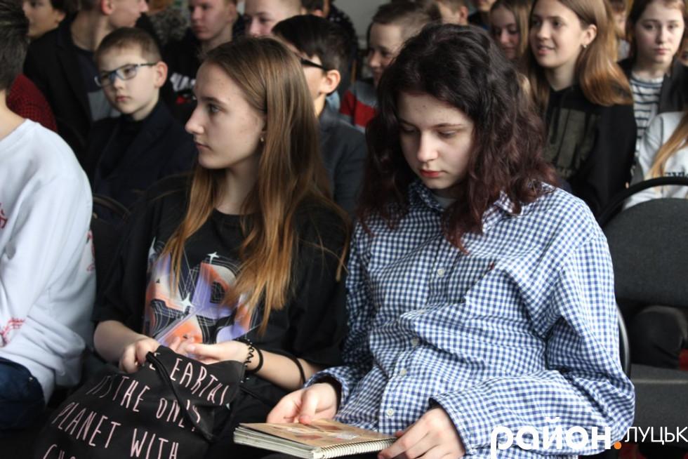 Учні луцької гімназії зустрілися з шевченкознавцем Русланом Теліпським