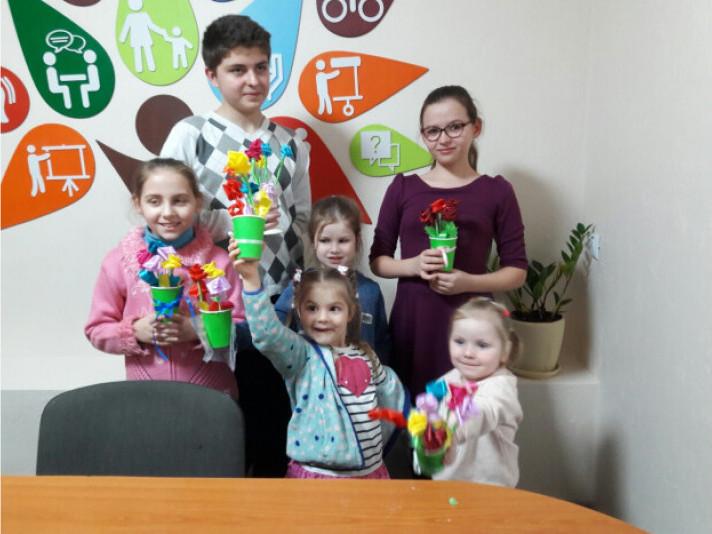 Луцькі діти виготовили композиції з атласних квітів