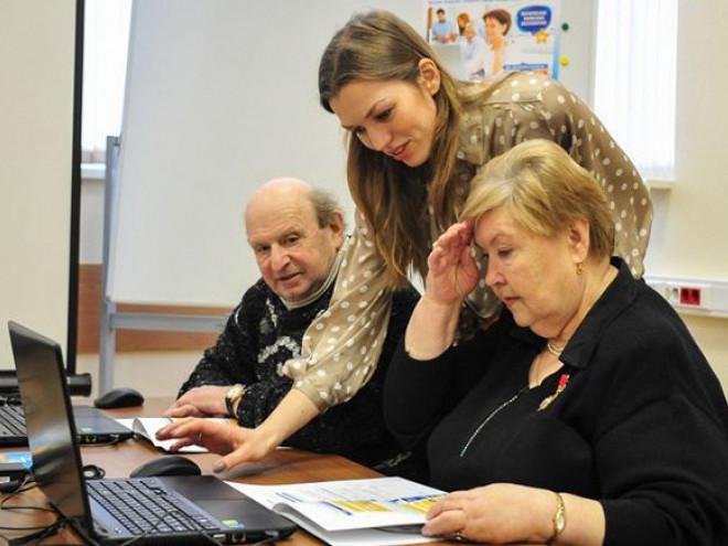 Лучан закликають допомогати пенсіонерам з онлайн-оплатою