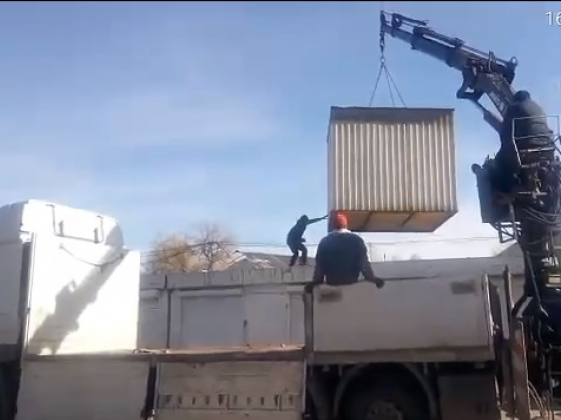 Вивезення контейнерів зі Старого ринку