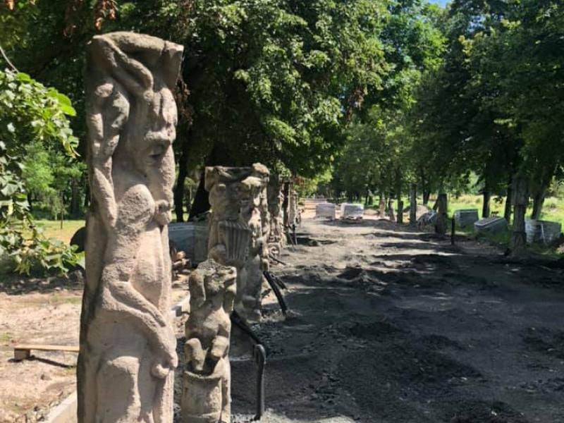 Завершують облаштовувати алею скульптур Миколи Голованя