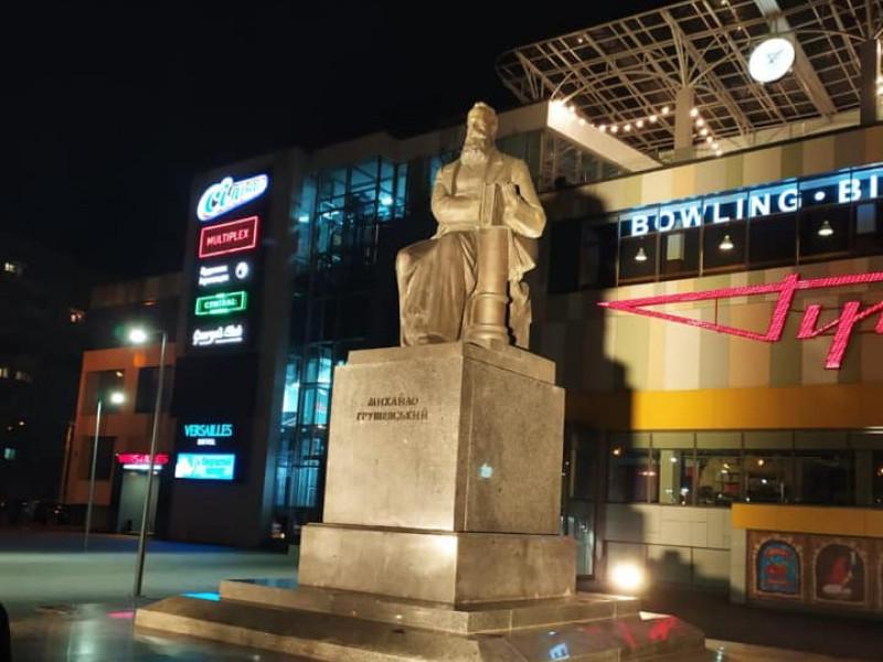 Пам'ятник Михайлу Грушевському