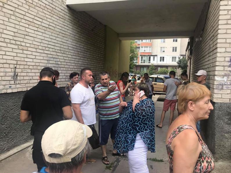 У будинку на Кравчука хочуть зробити кафе на приватизованій території