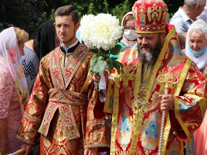 Митрополит Михаїл очолив святкове богослужіння у Рованцях