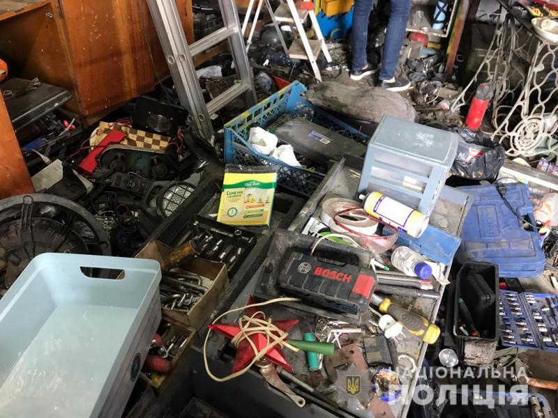 В гаражах у Луцьку та районі зловмисники зберігали понад дві вантажівки краденого майна