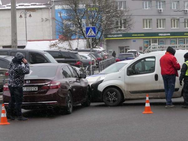 На перехресті у центрі Луцька – аварія