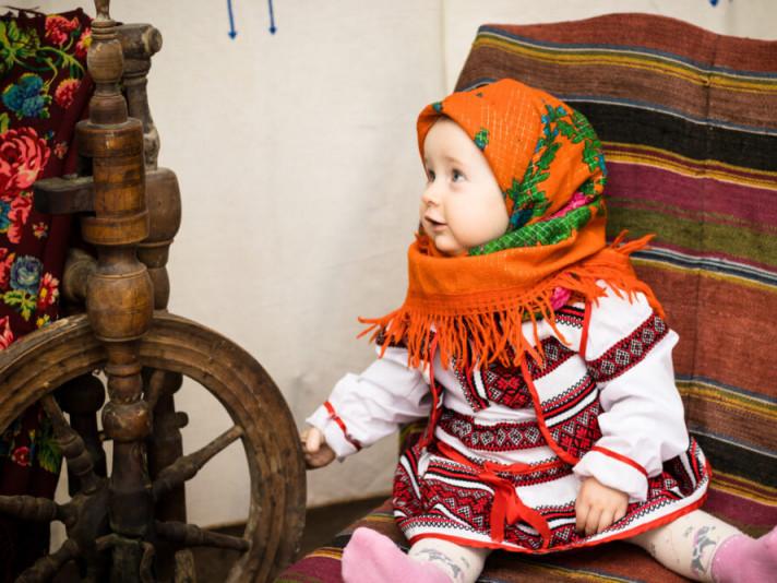 У Боратинській ОТГ створили фотопроєкт «Українська хустка»