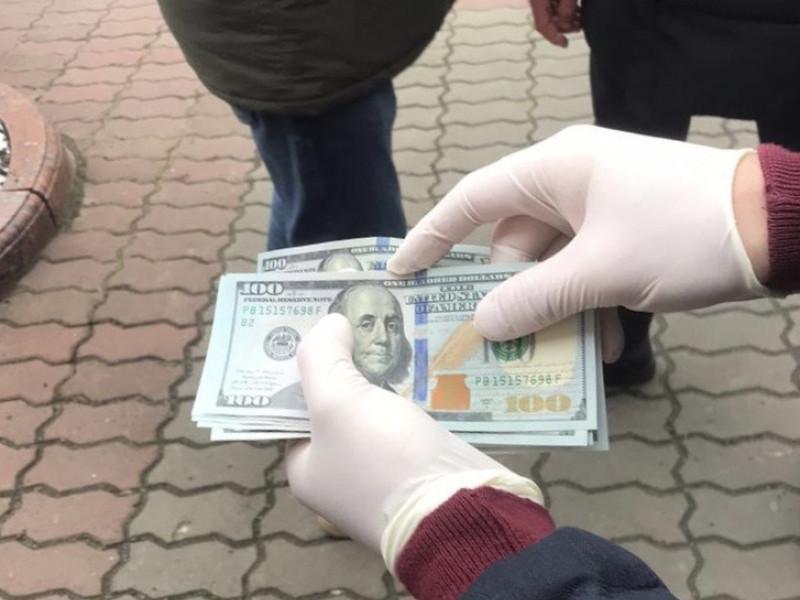 Затримання в центрі Луцька: на хабарі зловили двох посадовців