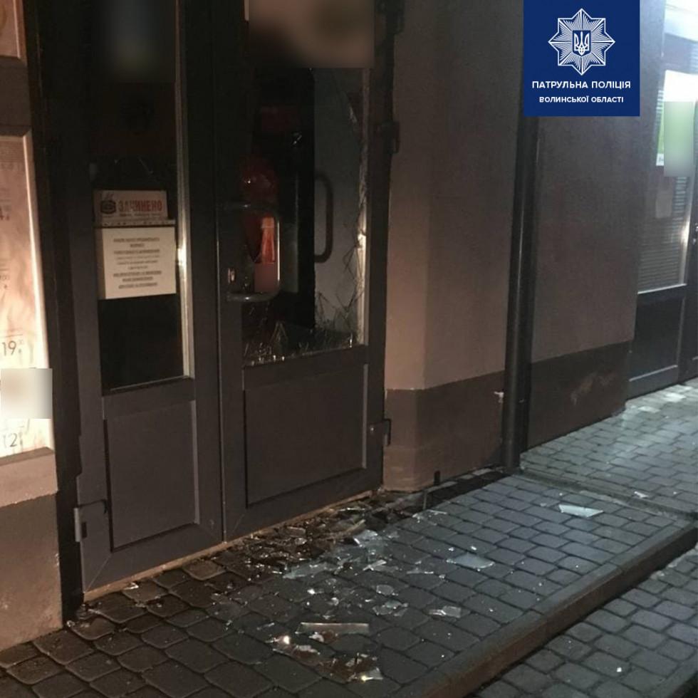 Пошкоджені двері