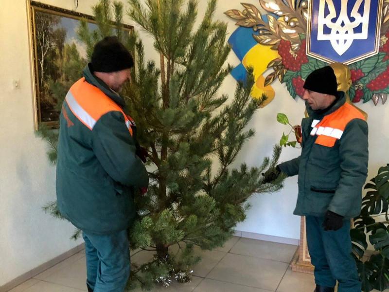 У селах Підгайцівської громади демонтували новорічні ялинки