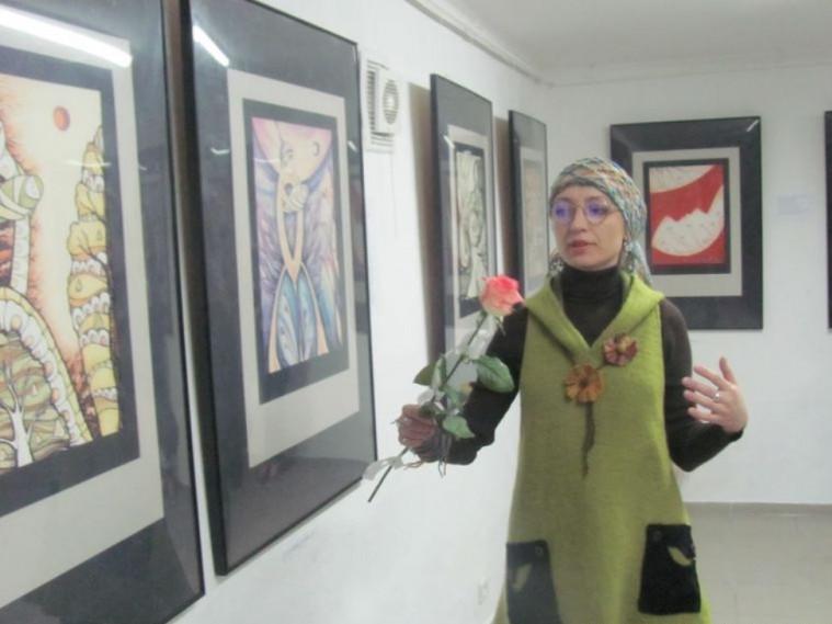 Лучан запрошують на виставку художнього панно Ірини Робак