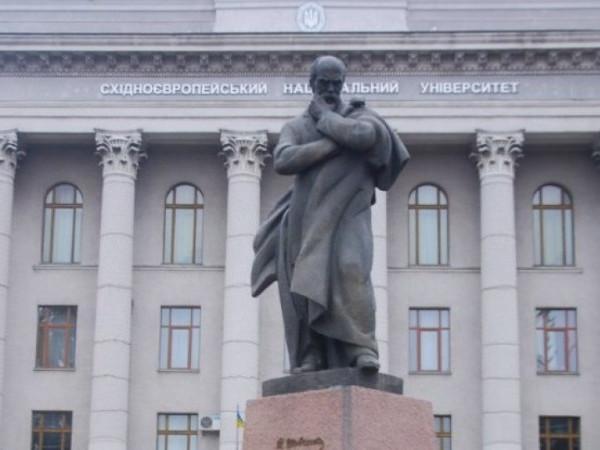 Пам'ятник Тарасу Шевченку, який знаходиться біля головного корпусу ВНУ імені Лесі Українки