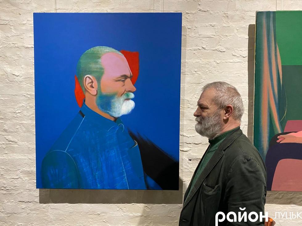 Олександр Дяченко біля свого портрету