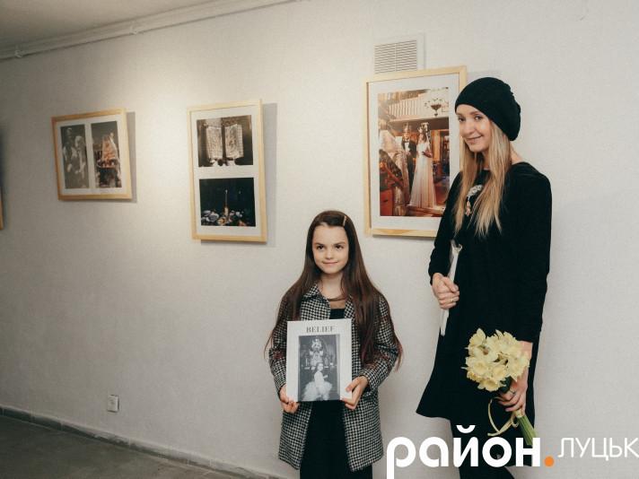 У луцькій Галереї мистецтв відбулося відкриття виставки фотографій та презентація фотокниги Лідії Кожевнікової «Віра»
