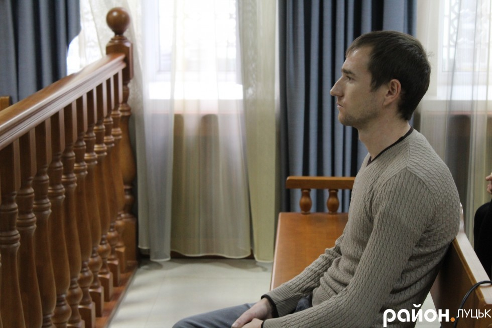 Віктор Котик протягом засідання поводив себе спокійно, але мав розгублений вигляд
