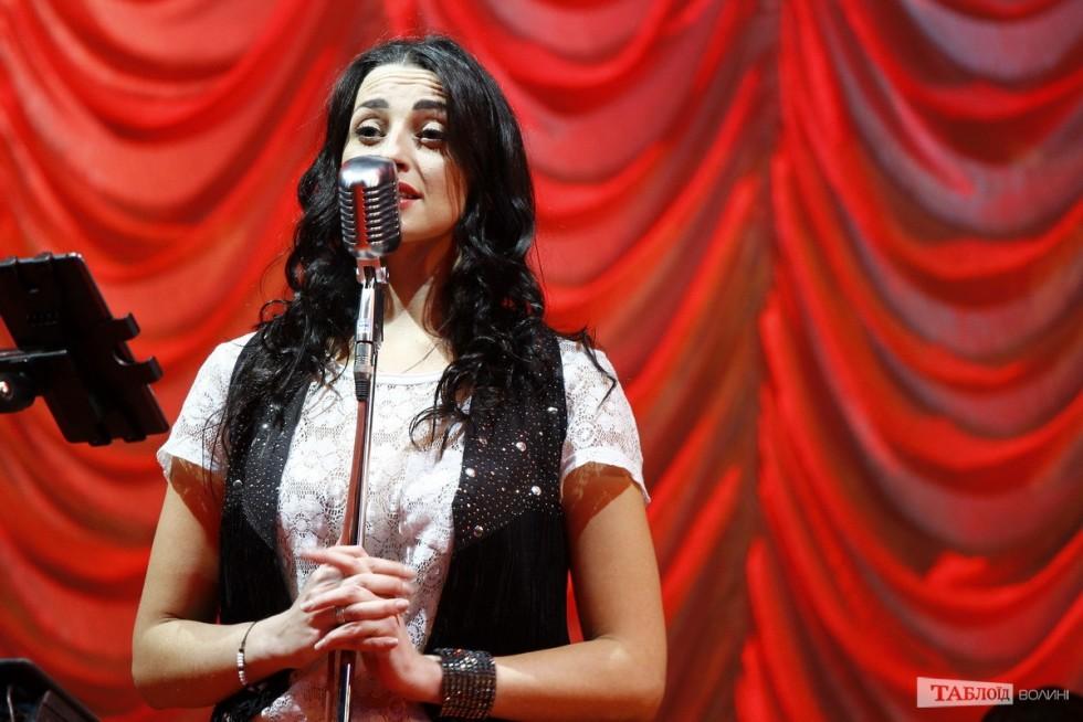 Розважала публіку співачка Інна Кириченко