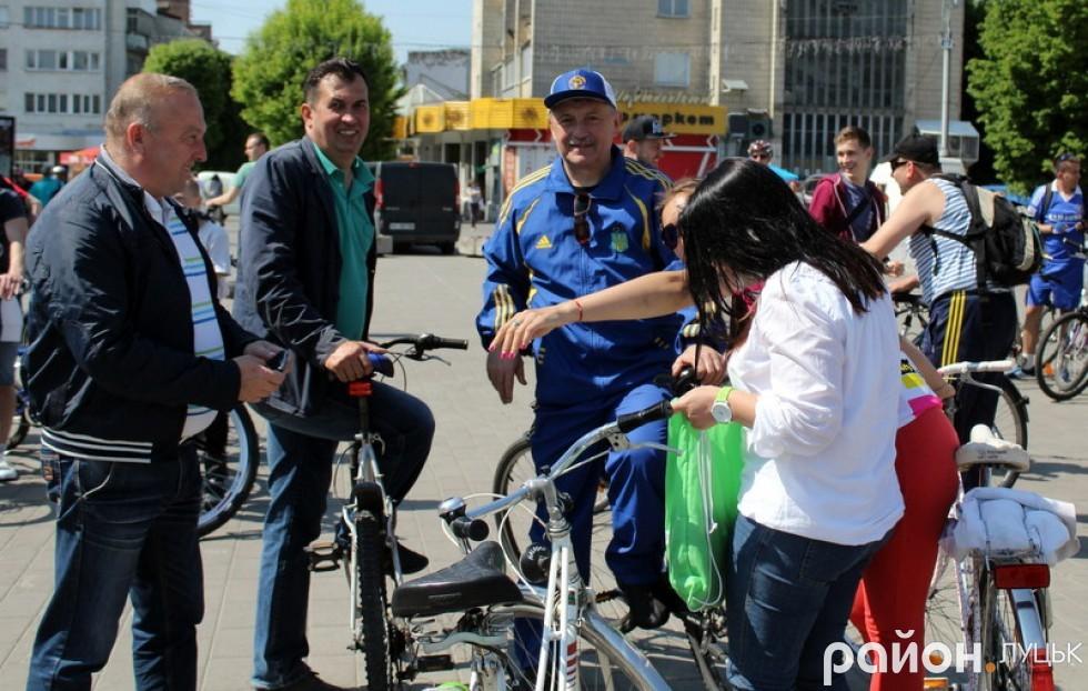 Місцеві політики та громадські активістки також приєдналися до велопробігу