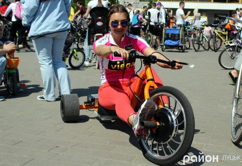 Мар'яна Сорочук також захопилася незвичним велосипедом для drift trike