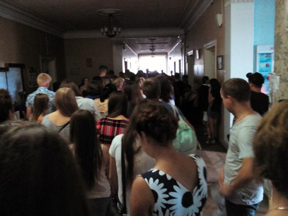 У коридорах вишу справді було нічим дихати