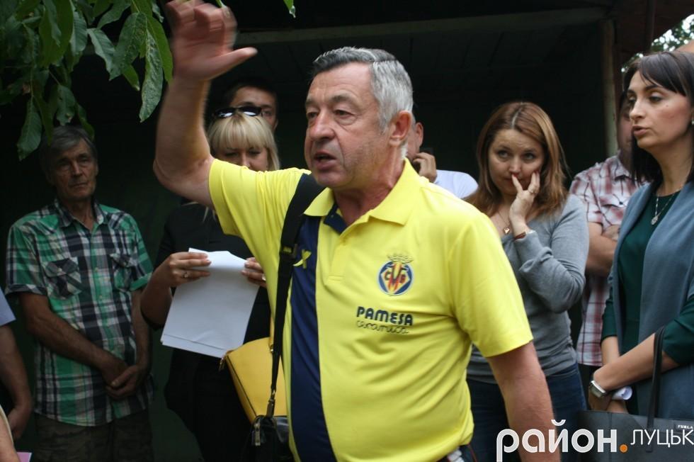 Депутат міськради Микола Дендіберін пропонує зносити гаражі лише після того, як розроблять проект кооперативу.