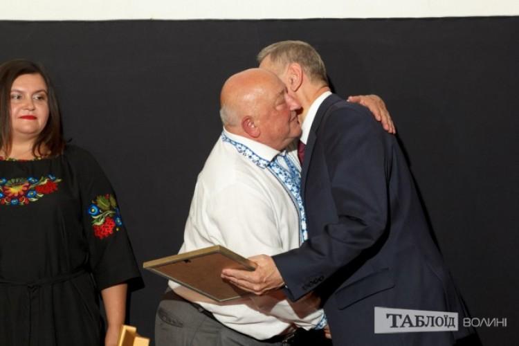 Привітали іменинника й міський голова Микола Романюк...
