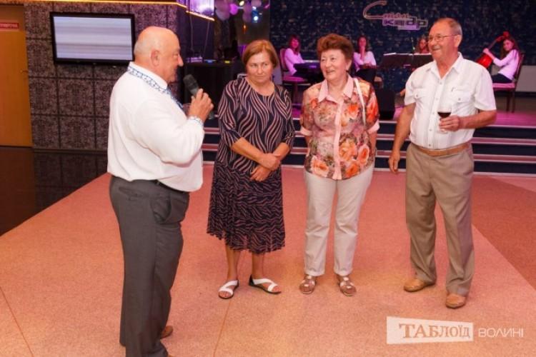 Батьки Лесі та Віктора Корсаків привітали дітей зі святом.
