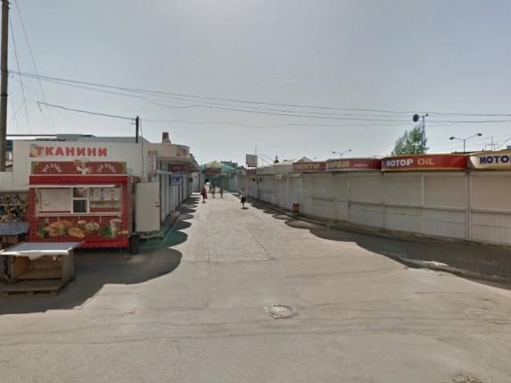 Пішохідна зона між вулицями Кравчука та Карпенка-Карого