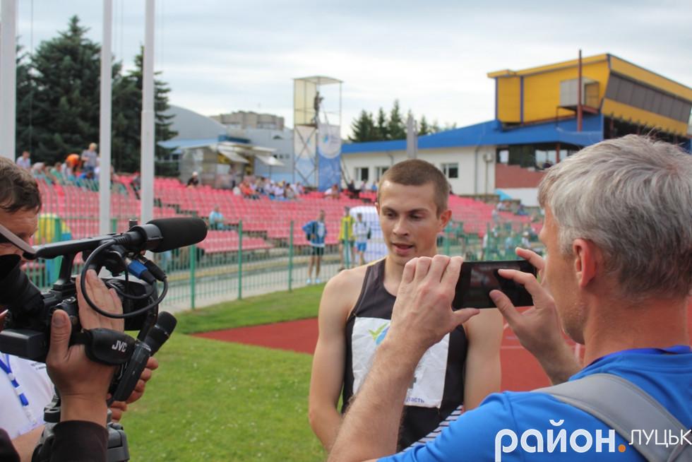 Журналісти зробили «облогу» нашого чемпіона Євгена Гуцола