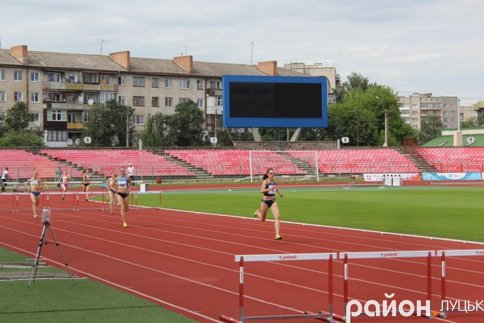 «Золотий» фініш Олени Колесніченко у забігу на 400 метрів з бар'єрами