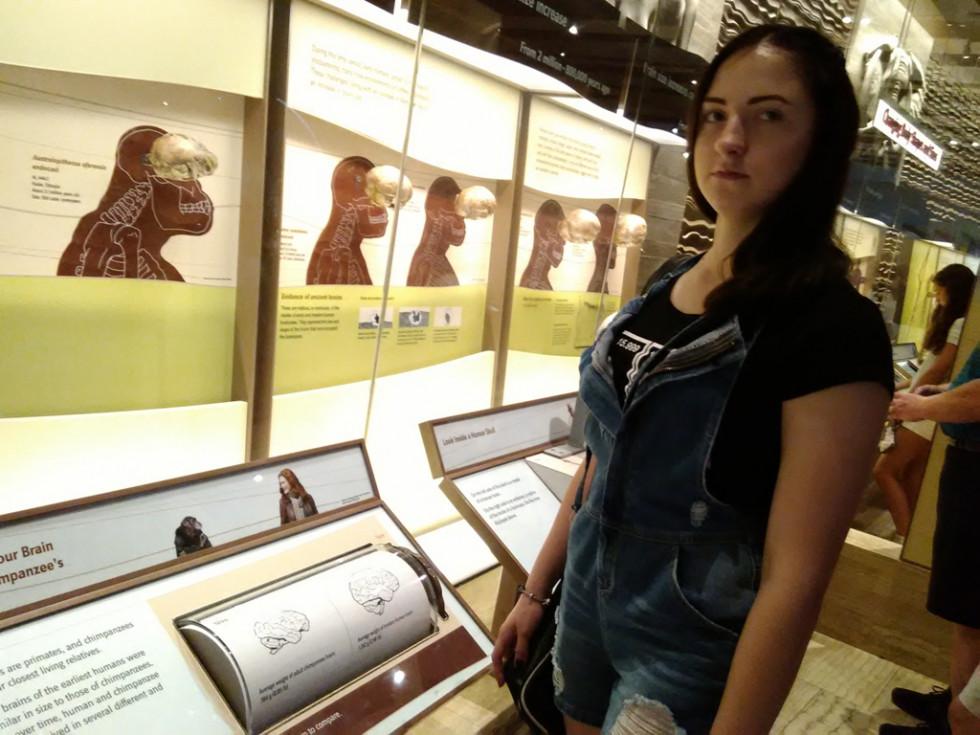Анастасія відвідує музей природної історії