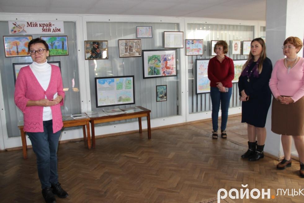 Луцьк вражає виставка малюнків про війну дітей-переселенців , фото-2