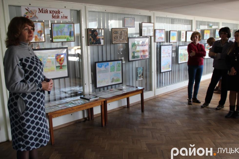 Луцьк вражає виставка малюнків про війну дітей-переселенців , фото-3