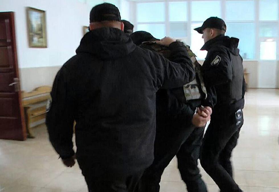 Одного з затриманих підозрюють у причетності до серії злочинів на території держави