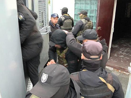 Суд заарештував трьох підозрюваних в обстрілі консульства РП у Луцьку