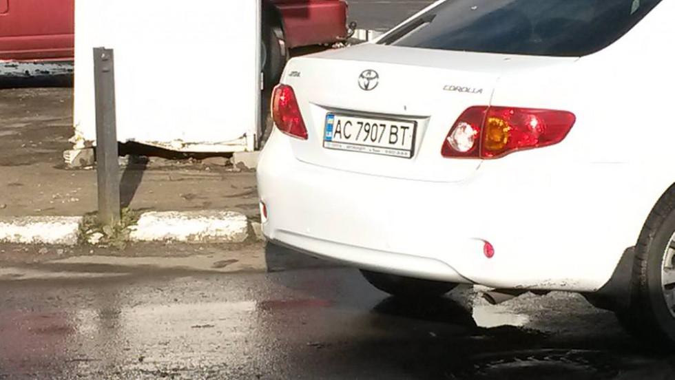 За слвами чоловіка, машини при цьому стояли всередині