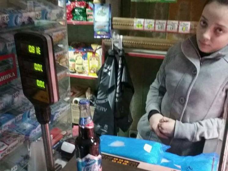 Продавчиня торгує алкоголем після 22 години
