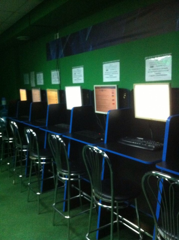 Заклади працювали під виглядом інтернет-клубів.